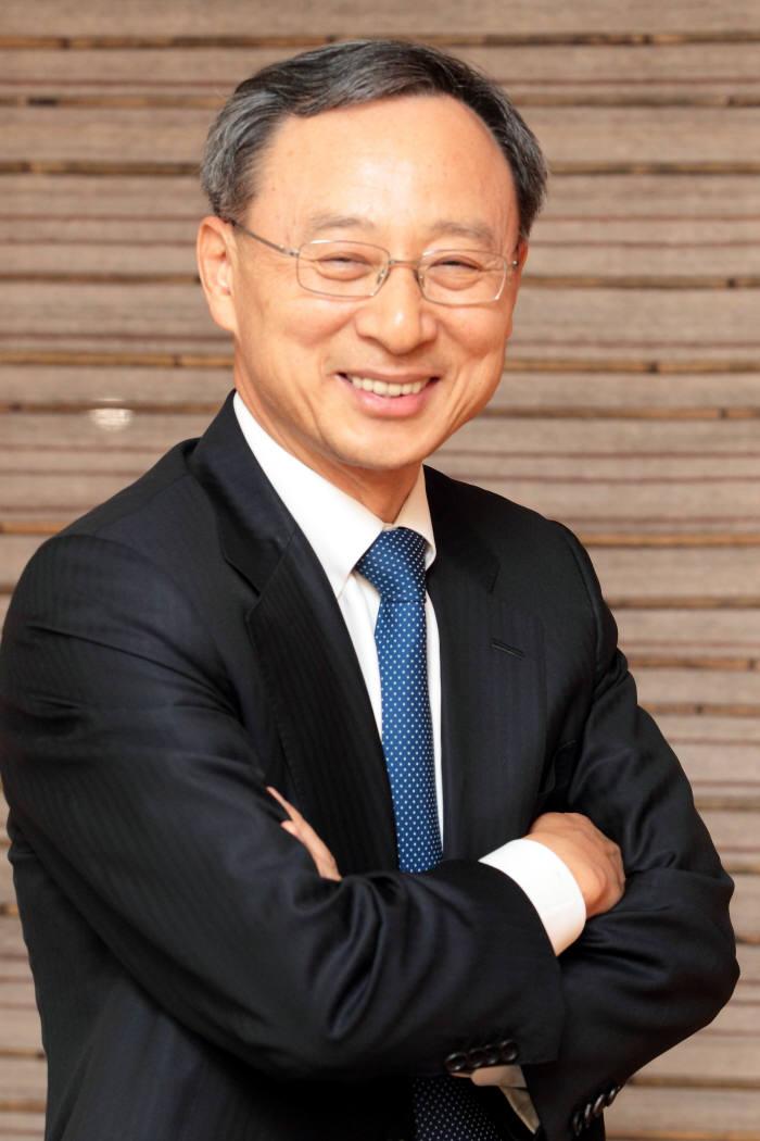 황창규 KT 회장이 다보스포럼에서 세계경제 리더로 구성된 국제비즈니스위원회(IBC)에 참석한다.