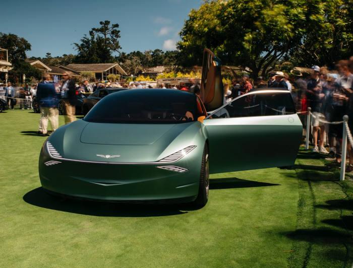 몬터레이 카 위크 2019(Monterey Car Week 2019) 기간 중 최고의 클래식카를 뽑는 경연 대회인 페블비치 콩쿠르 드 엘레강스(Pebble Beach Concorso dElegance) 현장에 전시된 제네시스 브랜드의 콘셉트카 민트 콘셉트.