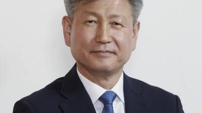 문 대통령, 박삼득 신임 보훈처장에 임명장 수여