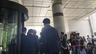 """이 부회장 변호인단 """"뇌물 공여죄 인정 아쉽지만 의미 있다""""…삼성 """"국민께 송구"""""""