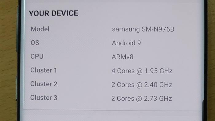 AP는 7nm 64비트 옥타코어 프로세서를 탑재했다. 속도는 최대 2.73 GHz + 2.4 GHz + 1.95 GHz이다.