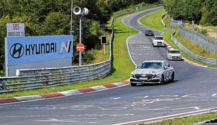 현대차그룹 신차들이 독일 뉘르부르크링 트랙에서 테스트를 하고 있다.