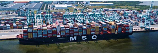 컨테이너 1만9574TEU를 적재해 세계 신기록을 세운 MSC 굴슨호