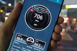 SK텔레콤과 KT, LG유플러스 스마트폰을 빌려 일본인 관광객과 비즈니스맨이 많은 서울광장 등 서울 시내 5개소에서도 5G 속도를 측정했다. SK텔레콤과 LG유플러스 5G 평균 속도는 400Mbps 이상으로 나타났으며 장소에 따라서는 700Mbps를 넘는 경우도 있었다.