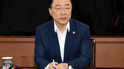 """홍남기 """"고용 의미있는 변화…소재 기술력에 2조7000억 투자"""""""