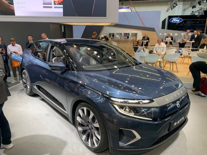 독일 2019 프랑크푸르트 모터쇼에서 중국 바이튼이 처음 공개한 양산형 전기차 바이톤 M-Byte.