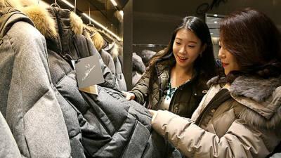 현대백화점, '겨울 상품 특가전' 돌입…이월상품 최대 70% 할인