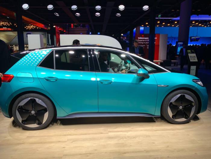 폭스바겐이 2019 프랑크푸르트 모터쇼에서 첫 공개한 배터리전기차(BEV) ID.3.