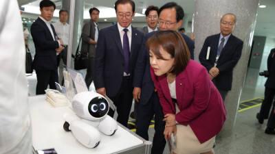 로봇이 국회에? '바리스타' '관상어' 등 일상생활 속 로봇 전시회