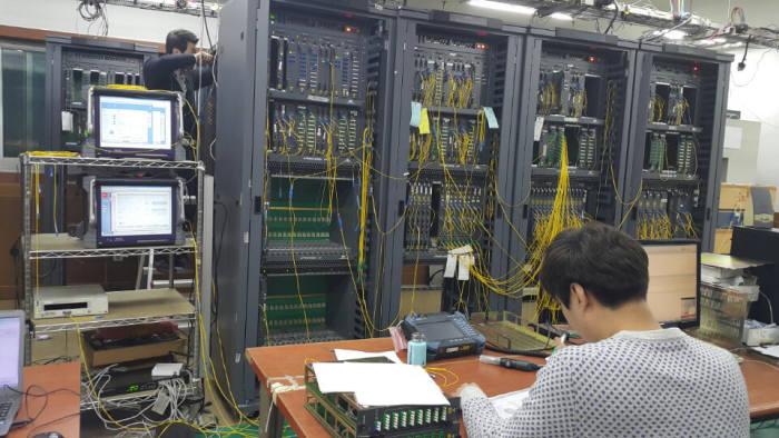 """[뉴스해설]ICT 장비 업계 """"공공기관, 자동차로 충분한데 고속열차 스펙 요구"""""""