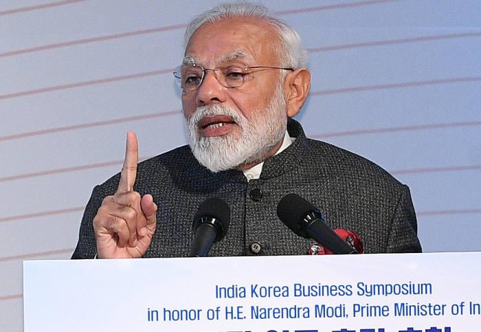 2월 한국을 방문한 나렌드라 모디 인도 총리가 한-인도 비즈니스 심포지엄에서 기조연설을 하는 모습.
