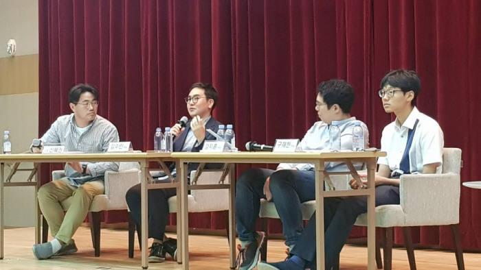 대전 KAIST에서 열린 SW교육 토크콘서트에서 패널토의가 열리고 있다. 왼쪽부터 신혜권 이티에듀 대표, 김수인 엘리스 창업자, 강지훈 KAIST 교수, 구재현 KAIST 학생. 이티에듀 제공