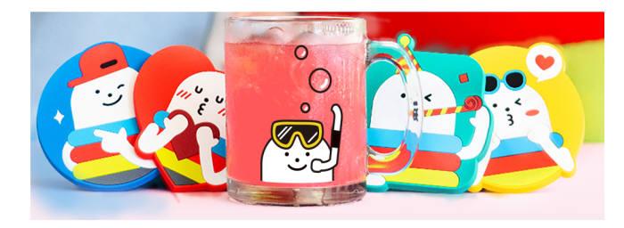 CJ ONE 원스터 절친 인증 이벤트 한정판유리컵과 컵받침. CJ올리브네트웍스 제공
