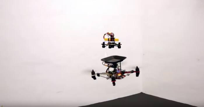 UC 버클리 대학교 연구진의 공중에서 배터리를 충전하는 드론. <사진=UC버클리 유튜브 영상 갈무리>