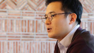 """[오늘의 CEO]김성진 어라운드어스 대표 """"이력서에 못 담은 '끼'…영상 보고 판단하세요"""""""