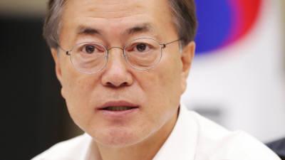 """문 대통령 """"검찰개혁 시급, 법무부·검찰은 '한몸'""""…전염병 연구기관 설립 검토 지시"""