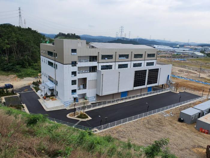 부산 기장군 방사선의과학산단에 구축된 파워반도체 상용화센터 전경.