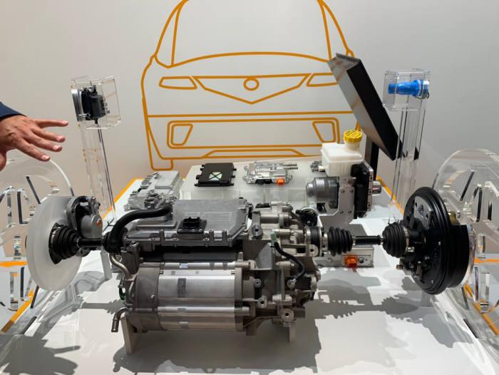 콘티넨탈이 지난달 독일에서 열린 프랑크푸르트 모터쇼에서 완전 통합형 전기 구동시스템을 처음 공개했다.