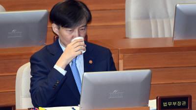 """조국 법무부 장관 """"제 역할은 여기까지…장관직 내려놓는다"""" (발표 전문)"""