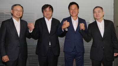 {htmlspecialchars(한상혁 방통위원장-이통3사 CEO
