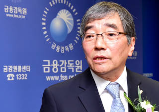 """윤석헌 금감원장 """"DLF는 일종의 도박, 금융회사가 책임져야"""""""