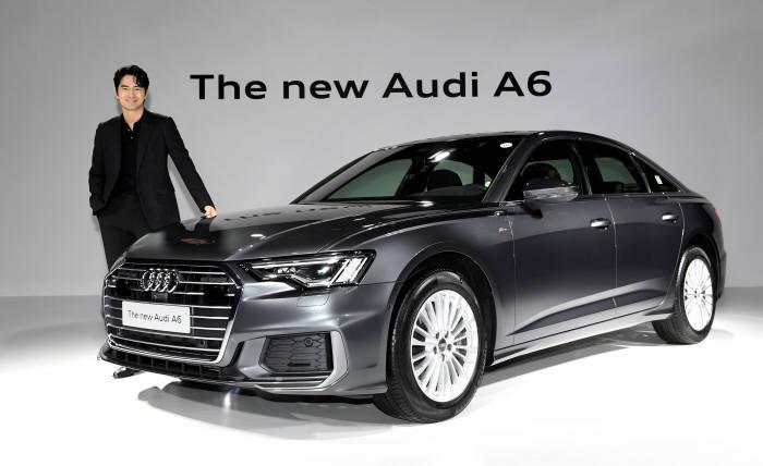 아우디코리아가 23일 서울 반얀트리호텔에서 신형 A6 신차발표회를 열고 본격 판매를 알렸다. 배우 이진욱이 아우디 신형 A6를 소개하고 있다.