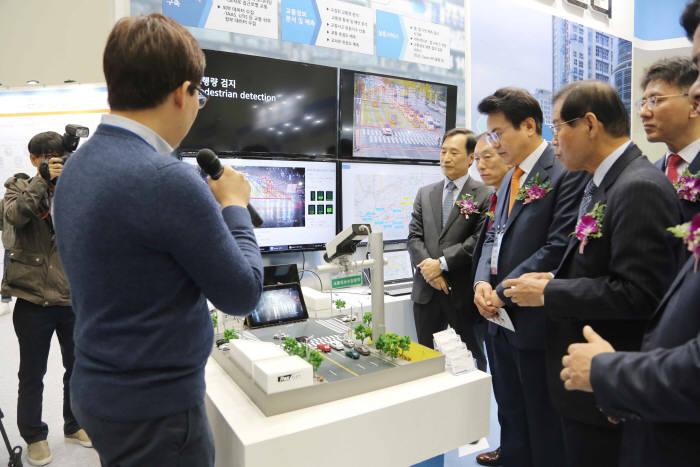 [대한민국 ICT융합 엑스포]대구TP 모바일융합센터가 출품한 AI기반 교통량 제어시스템