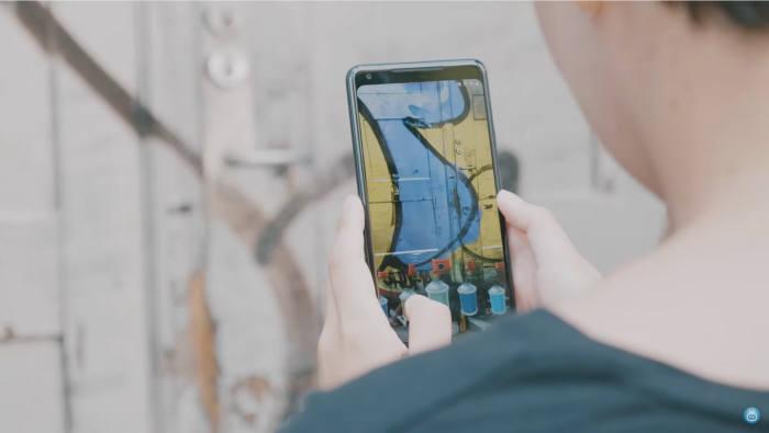 마크 AR 앱으로 가상 그래피티를 그리고 있다. [사진=사이보TV]