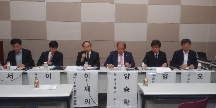 에너지밸리포럼은 녹색에너지연구원과 공동으로 7일 오전 10시부터 김대중컨벤션센터에서 광주전남 에너지산업 활성화 심포지움을 개최했다.