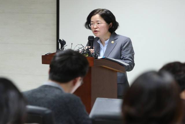 조성욱 공정거래위원장이 지난해 11월 8일 오후 서울 중구 공정거래조정원에서 브리핑을 열고 기업결합 심사 결과를 설명하고 있다.