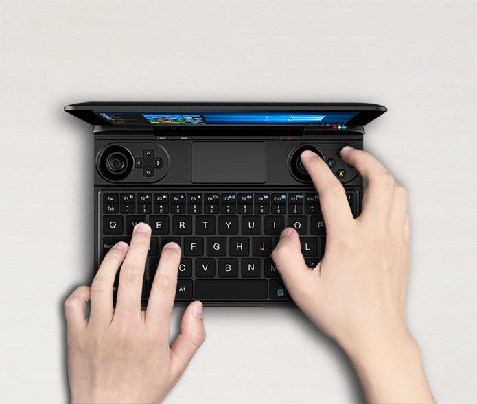 GPD 윈 맥스는 게이밍 노트북과 콘솔이 합쳐진 디자인을 띤다. [사진=인디고고]