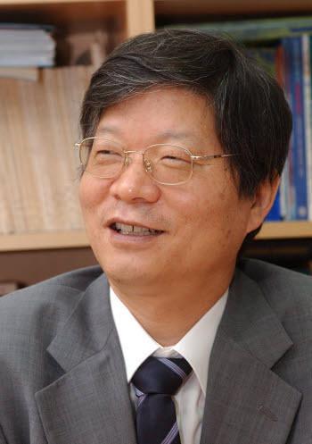 경희대학교 차세대디스플레이연구센터(ADRC) 소장.