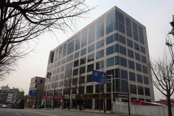 특허청이 대전으로 이전을 추진 중인 특허정보원 부설 특허정보진흥센터 서울 동교동 사옥.