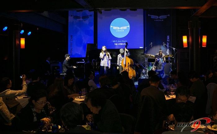 관객들은 특별히 마련된 'MKZ 디너코스'를 즐기며 재즈의 선율을 감상했다.(사진=포드세일즈서비스코리아)