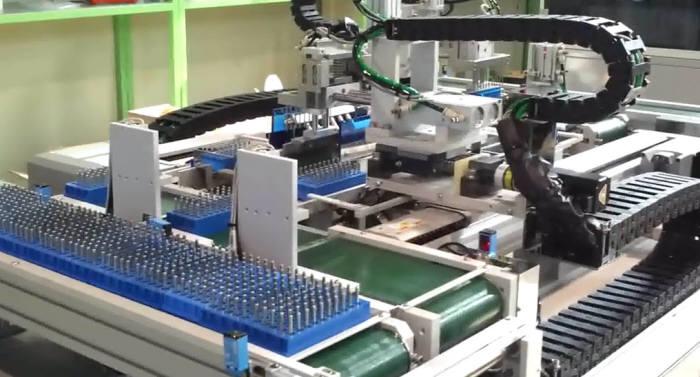 인스턴이 최근 세계 최초로 개발한 극소구경 드릴 자동세척기.