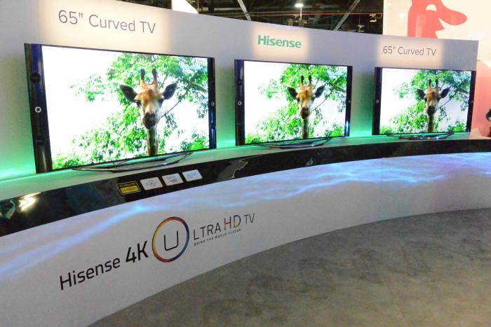 하이센스(TCL)가 CES 2014에 출품한 65인치 곡면 UHD TV