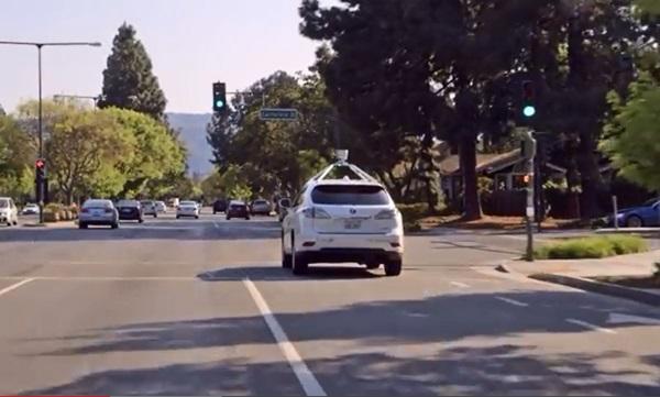 구글카의 매끄러운 무인 도로주행에는 철저한 지도 데이터 베이스가 자리하고 있었다. 도로상황이 바뀌면 지도를 새로 제작해야 한다. <사진=구글>