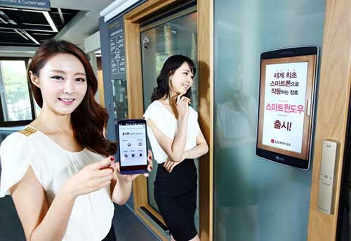 LG하우시스(대표 오장수)는 스마트폰으로 창문 개폐, 방범알람, 환기, 채광 조절 등 모든 기능을 제어할 수 있는 '스마트 윈도우'를 출시한다고 25일 밝혔다.