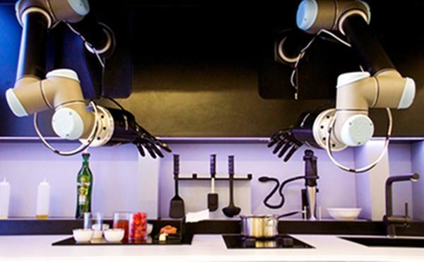 요리사도 20년내 로봇에 의해 대체될 고위험군 직업중 하나다. 꽃게 비스크수프를 처음부터 만들어내는 로봇도 있다. 몰리 로보틱스가 설계한 이 로봇은 이 복잡한 요리를 30분 안에 만들어 접시에 담아내기까지 한다. 사진=NPR
