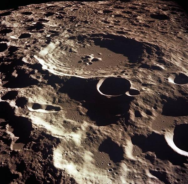 아폴로11호가 촬영한 대덜러스크레이터. 사진=나사