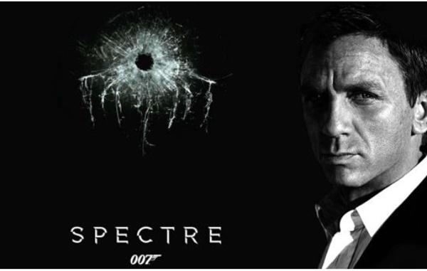 """007역을 맡은 대니얼 크레이그는 """"007이 최고의 제품을 사용한다""""는 이유로 소니의 엑스페리아Z4를 사용한 영화속 간접광고를 거절한 것으로 알려졌다. 사진=콜럼비아픽처스"""