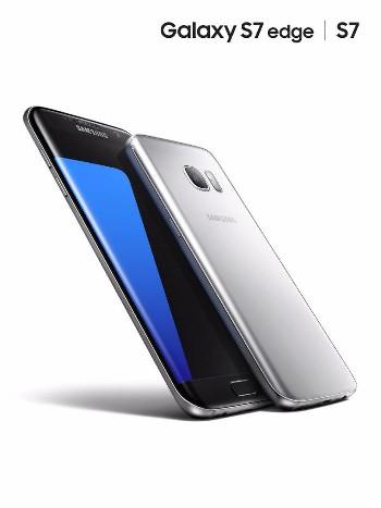 삼성전자 스마트폰 `갤럭시S7 엣지`(왼쪽)와 `갤럭시S7`