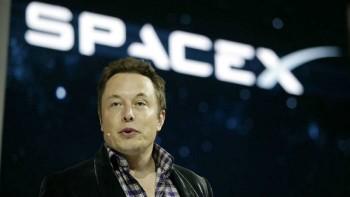 엘론 머스크.는 당장 수익이 되지는 않아도 미래를 위해 화성 탐사를 위해 스페이스X를 창립했다.