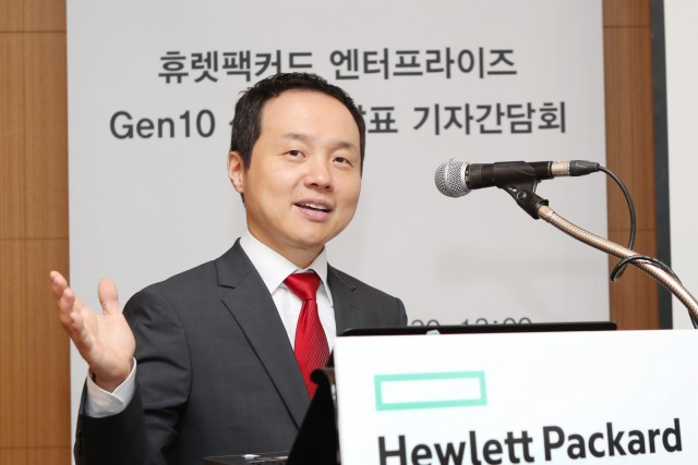 """김영채 한국HPE 데이터센터 및 하이브리드 클라우드(DCHC) 사업부 총괄 전무는 """"Gen10 서버는 보안성, 경제성, 민첩성 등 클라우드로 갈 때 중요한 3가지 요소를 모두 갖춘 제품이다""""고 설명했다."""