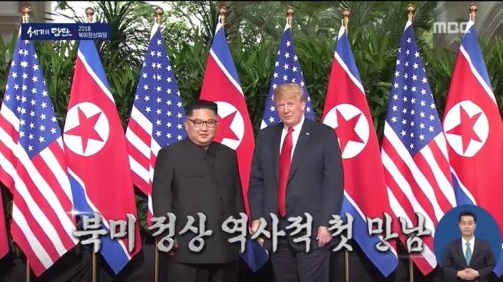 사진=김정은 북한 위원장과 트럼프 미국 대통령이 두 손을 맞잡았다.