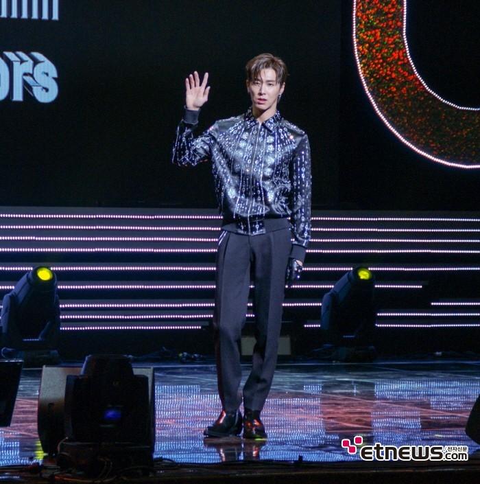12일 서울 광진구 유니버설아트센터 대극장에서는 동방신기 유노윤호의 첫 솔로앨범 'True Colors' 발매기념 쇼케이스가 열렸다.