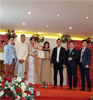 왼쪽부터 아시아플러스 연호준 대표, ACai Yang, 조승아 대표, Mom Luang Rajadarasri Jayankura, David Lin, 이철호 대표, 조용준 대표