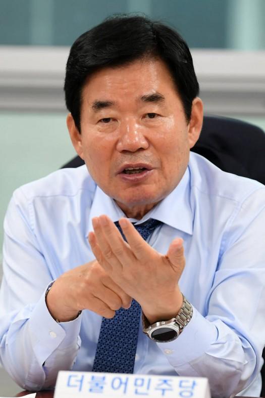 """김진표, 군장비용 소재 대부분 수입의존...""""방산물자 국산화 시급"""""""
