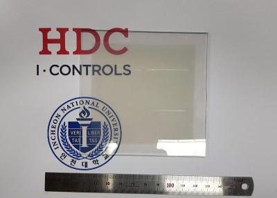 HDC 아이콘트롤스와 인천대학교 차세대 에너지 융합연구소가 개발한 고체형 투명 반도체 태양전지. 사진=HDC 아이콘트롤스.