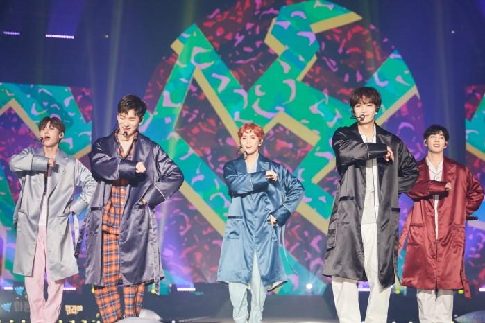 16일 서울 KSPO DOME에서는 뉴이스트 2019 팬미팅 'L.O.Λ.E PAGE(러브 페이지)' 2일차가 진행됐다. (사진=플레디스엔터테인먼트 제공)